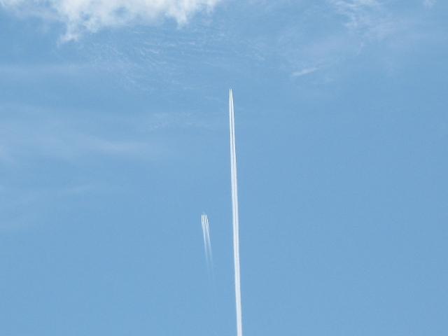 zwei-flugzeuge-am-himmel.JPG